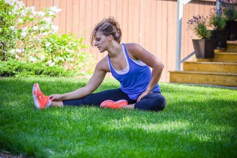 women do stretch exercise